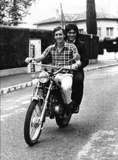 Johan Cruyff and Hugo Sotil Football Icon, Best Football Players, Football Soccer, Steven Gerrard, Fc Barcelona, Premier League, Marco Van Basten, Sport 2, Motorbikes