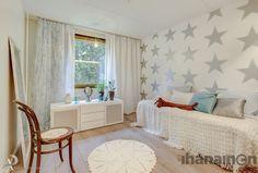 Ihanainen.com sisustussuunnittelu. Lemmikki-kodin rauhaisa lastenhuone. #lastenhuone #sisustus #sisustussuunnittelu #tampere