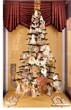 An article about the Victorian Christmas displays at the Dollhouse Museum Basel