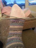 Strikk til flappen er 5 cm høy (str eller 6 cm høy (str Er 5, Knitting Socks, Leg Warmers, Fingerless Gloves, Fingers, Knitting Patterns, Vans, Walking, Fashion