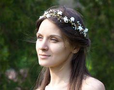 Corona de flores - tocado para novias - accesorios de boda para novias - hecho a mano en DaWanda.es