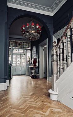 How interior stylist Marianne Cotterill turned her family home into a business Victorian entrance hall with dark walls and parquet floor. Victorian House Interiors, Victorian Decor, Victorian Homes, Living Room Ideas Victorian House, Interior Design Victorian House, Victorian Chandelier, Victorian Porch, Victorian Terrace House, Georgian Interiors