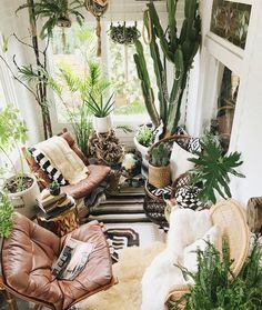Cool Interior Design Ideas To Take Your Home Renovation To The Next Level. We collect creative and cool interior design ideas for you. From hanging fireplaces to staircase aquariums, here are cool interior design ideas. Indoor Garden via Bohemian Interior Design, Home Design Decor, Diy Home Decor, Design Ideas, Sunroom Decorating, Decoration Bedroom, Decorating Ideas, Balcony Decoration, Balcony Ideas