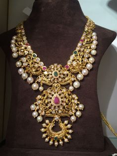 Necklace with 3 Step Pendant - Latest Indian Jewellery Designs Jewelry Design Earrings, Gold Earrings Designs, Gold Jewellery Design, Necklace Designs, Gold Jewelry, Indian Jewelry, Indian Gold Necklace, Bridal Jewelry, Fashion Jewelry