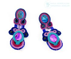 Colourful earrings I made with the laborious embroidery Soutache, I used oval nacre, hematite, glass. Live the colors look great together, in my opinion :) Length 8.5 cm, width 4 cm. Impregnated on both sides, lined with beige leather. AVAILABLE