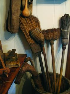 From the book, FRAGMENTS - Collection of Brenda Harner. I don't know who to feel sorry for the broom, or the person that used the broom, Broom Corn, Whisk Broom, Prim Decor, Country Decor, Country Life, Primitive Kitchen, Country Primitive, Straw Broom, Witches