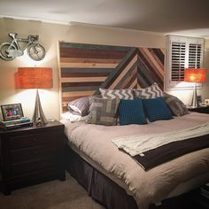 Habillez votre chambre à coucher avec une partie dune tête de lit genre chevron construit sur mesure. Construit à partir de bois massif et teinté de Conseil cette tête de lit est sûr de faire une déclaration dans votre chambre à coucher principale ou invité. Sera boulon à n'importe quel cadre universel avec l'utilisation de votre propre matériel. Vous aurez besoin de percer des trous pour cadre. Enlèvement sur place à Atlanta, GA. LIVRAISON GRATUITE AUX ÉTATS-UNIS. N'hésitez pas à m'envoy...