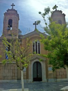 Agioi Anargyroi is an 11th century church that was expanded in 1908 and since lost its Byzantine style to a great extend. (Walking Athens, Route 03 - Psiri / Monastiraki)