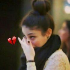 Heart Broken Photography, Sad Girl Photography, Emotional Photography, Sad Pictures, Cool Girl Pictures, Girl Photos, Cute Girl Face, Cute Girl Photo, Cool Girl Images