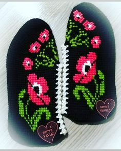Huzur Sokağı (Yaşamaya Değer Hobiler) Drink Sleeves, Slippers, Tunisian Crochet, Punto De Cruz, Dots, Slipper, Flip Flops, Sandal