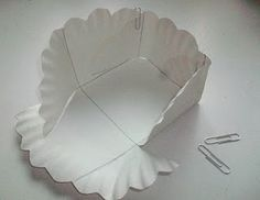 A Paper Plate Basket. Great for giving cookies at X-Mas time or for bake sales