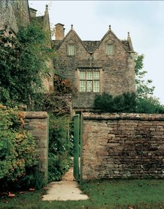 previously secret--gardens — robert-hadley: Kelmscott Manor. Beautiful Architecture, Beautiful Buildings, Beautiful Homes, Beautiful Places, Le Palace, English Cottage Style, English Manor Houses, World Of Interiors, English Countryside