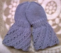 Kauan, kauan sitten eräs mieheni sukulainen toi lapasen malliksi ja halusi, että tutkin lapasen vartta ja ehkä osaan kirjoittaa siitä ohjeen... Wrist Warmers, Hand Warmers, Knitting Patterns Free, Free Knitting, Mitten Gloves, Mittens, Knitting Socks, Knitted Hats, Knit Socks