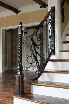 Marvelous stair railing bracket spacing to inspire you Wrought Iron Stair Railing, Wood Railing, Metal Railings, Stair Handrail, Staircase Railings, Railing Design, Staircase Design, Banisters, Wrought Iron Wall Decor