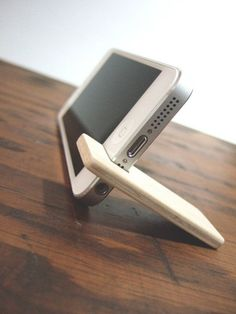 iPhone 5 stand. maple with chocolate felt lining