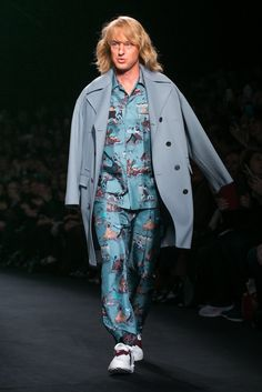 """As the Valentino Fall 2015 show closed, Owen Wilson walked the runway to announce that he would be reprising his role as """"Hansel"""" in a sequel to the fashion spoof """"Zoolander."""" (Photo: Nowfashion)"""