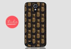 Black and Gold PINEAPPLE PATTERN - Samsung Galaxy s4, Galaxy s3 #pineapple #fruit #gold #chic #trendy #case #galaxy
