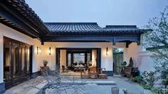 Chinese-style courtyard - Chinese tradition in contemporary Chinese architecture Chinese Courtyard, Chinese Garden, China Architecture, Residential Architecture, Indoor Zen Garden, Chinese Buildings, Zen House, Modern Bungalow, Courtyard House