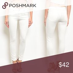 🎉SALE🎉 Ivory White Denim Skinny Jeans New with tags. Ivory skinny jeans.                                         🌸97% cotton, 3% spandex.                                                                           ❌SORRY, NO TRADES. The O Boutique Jeans Skinny