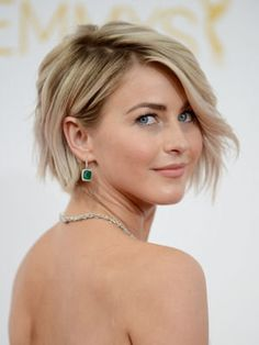 julianne hough à la 66e édition des emmy awards à los angeles