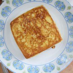 커스터드 크림이 잔뜩! 감동의 프렌치 토스트 만들기 Milk Sandwich, Mango Sago, Stale Bread, Custard Filling, Piece Of Bread, New Menu, Dessert Decoration, Bread Cake, Breakfast Items