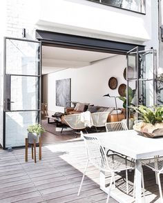 Take a look at these ten dreamy indoor/outdoor living spaces. So pretty for flooding your house with light, increasing living space, and entertaining. Patio Interior, Interior And Exterior, Interior Design, Modern Interior, Transitional Interior Doors, Interior Styling, Cosy Interior, Apartment Interior, Scandinavian Interior