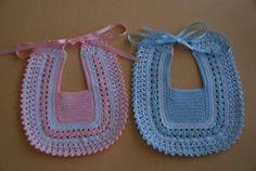 Crochet Baby Bibs, Crochet Baby Clothes, Love Crochet, Crochet For Kids, Knitting For Kids, Baby Knitting Patterns, Baby Patterns, Crochet Patterns, Crochet Videos