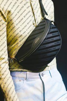Balenciaga весна-лето 2018, 179 лучших сумок Недели моды в Париже