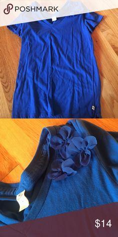 Blue Hollister v neck Blue v neck t shirt with flowers Hollister Shirts & Tops Tees - Short Sleeve