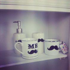 Bärte stehen jedem!  Wir haben Tassen, Seifenspender und Zahnputzbecher bekommen.  #Bart #Schnauzbart #moustache