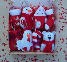 Christmas Tree Toy, Felt Christmas Ornaments, Christmas Makes, Christmas Projects, Christmas Wreaths, Christmas Crafts, Disney Christmas Decorations, Felt Decorations, Christmas Themes
