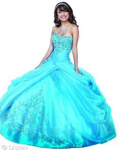 Bordado, o vestido da Cinderela é delicado como a princesa e o seu sapatinho de cristal!