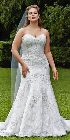 If you are a curvy bride, this roundup is for you because it's full of gorgeous plus size wedding dresses! Don't be afraid of any types of gowns, show . Plus Size Brides, Plus Size Wedding Gowns, Dream Wedding Dresses, Plus Size Dresses, Bridal Dresses, Bridesmaid Dresses, Wedding Dresses For Curvy Women, Maxi Dresses, Size 18 Wedding Dress