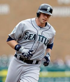 Justin Smoak (3-run HR) leads #Mariners to 5-4 win, sweep of Tigers. 4/26/12