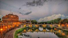 Tá tudo lindo mesmo com essa chuvinha... O que vocês acham? . Lembre-se que nós fazemos o seu roteiro personalizado em Roma organizamos o seu transfer do/para o aeroporto e também sua hospedagem! info@emroma.com .  Veja mais no Snapchat Em_Roma  #Roma #europe #instatravel #eurotrip #italia #italy #rome #trip #travelling #snapchat #emroma#viagem #dicas #ferias #dicasdeviagem #brasileirospelomundo #viajandopelomundo #brasileirosporai #scattidaricordare #castelosantoangelo #pontesantangelo…