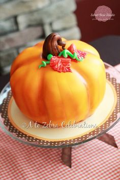 Fall is here and so are the pumpkins. Why not celebrate the season making pretty pumpkin cakes. Here are some simple, easy carved pumpkin cake tutorial that Pumpkin Shaped Cake, Iced Pumpkin Cookies, Pumpkin Bundt Cake, Pumpkin Cake Recipes, Pumpkin Spice Cake, Best Pumpkin, Baby In Pumpkin, Little Pumpkin, Cupcakes