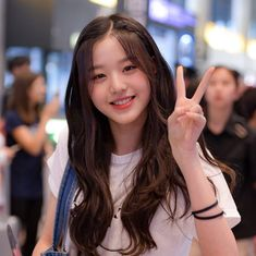 K-Pop Babe Pics – Photos of every single female singer in Korean Pop Music (K-Pop) Ulzzang Korean Girl, Cute Korean Girl, Girl Korea, My Hairstyle, Hairstyles, Beautiful Asian Girls, Pretty People, Kpop Girls, Girl Crushes