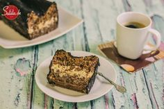 Heut wird es gleichermaßen lecker wie chaotisch: mit dem Walnuss-Rum-Kuchen haben wir ein Rezept im Internet gefunden, das es wert schien einfach mal so nachgebacken zu werden. Das Ergebnis war auch gut, der Kuchen war wirklich lecker. Der Weg dahin war... unterhaltsam.
