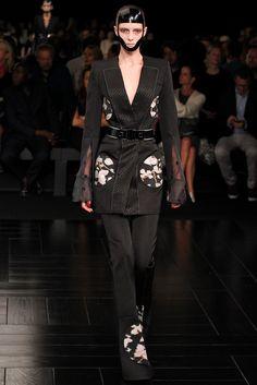 Alexander McQueen Spring 2015 Ready-to-Wear Fashion Show - Irina Liss (Supreme)