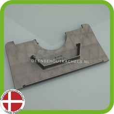 Cast iron baffle plate for the old Morsø 2110  / Gietijzeren vlamplaat voor het oude model Morso 2110.