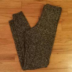 HUE Sweater Fleece Leggings Black White Gray XS/S Excellent condition. HUE Pants Leggings