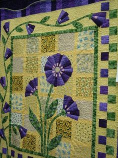 beautiful floral quilt - love the colors and backround idea Quilting Projects, Quilting Designs, Quilting Ideas, Mini Quilts, Baby Quilts, Dresden Plate Quilts, Flower Quilts, Quilt Border, Applique Quilts