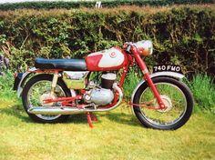British Motorcycles, Vintage Motorcycles, Cars Motorcycles, Classic Bikes, Classic Cars, Moto Bike, Vintage Bicycles, Unique Vintage, 1950s
