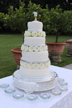 4 tiers wedding cake with different flavour for each tier