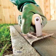 Best DIY Concrete steps ideas for Gardens Concrete Tools, Concrete Pad, Concrete Bricks, Cement Patio, Concrete Finishes, Concrete Steps, Concrete Driveways, Concrete Projects, Concrete Finishing Tools