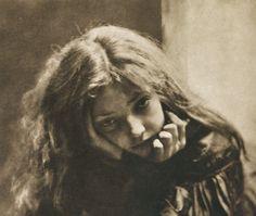 Die Kunst in der Photographie : 1900 Photographer: Robert Demachy Title: Mignon Old Photography, Artistic Photography, Portrait Photography, Photography Aesthetic, Portrait Art, Old Pictures, Old Photos, Grafik Art, Albert Bierstadt