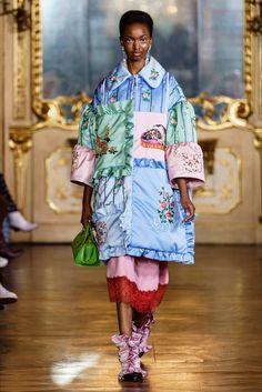 Vivetta Fall 2019 Ready-to-Wear Fashion Show - Vogue Fashion Over 50, Fashion Week, Milan Fashion, Look Fashion, Runway Fashion, High Fashion, Fashion Show, Womens Fashion, Fashion Design