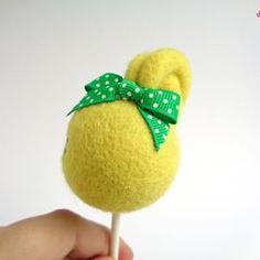 Detail of Lollie Pineapple's bow....-.#droolwool #arttoy #lollie #lollipop #yellowlollipop #handmadetoy #polkadotbow #cutetoy #lollipoparttoy #lollipodoll #lollipopartdoll #cutelollipop #kawaiilollipopdoll #kawaiiart #kawaiifelt #feltedlollipop #needlefelteing #feltedarttoy #felteddoll #artdoll #softsculpture