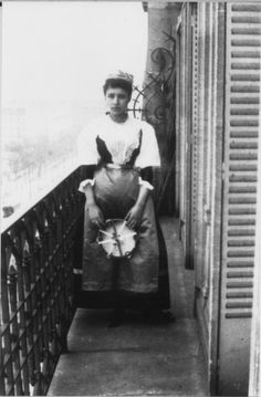 a photo of Camille Claudel, ca. 1885, in which she appears to be pregnant