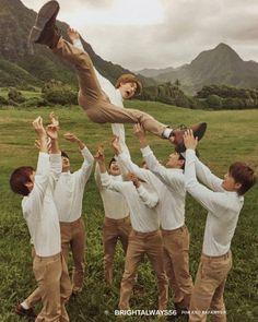 exo present gift Exo Ot9, Kpop Exo, K Pop, Exo Group Photo, Exo Lockscreen, Xiuchen, Baekhyun Chanyeol, Exo Chanbaek, Exo Memes